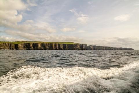 Cliffs of Moher vom Atlantik aus gesehen