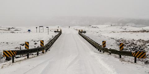 Ein Schneesturm zieht über Island