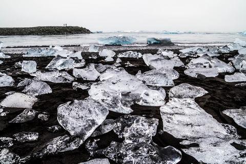 Eisbrocken am Strand von Jökulsárlón