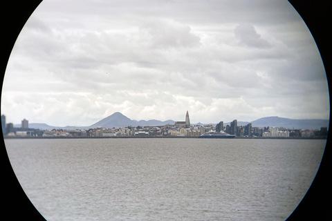 Reykjavik mit Fernglas und iPhone SE fotografiert