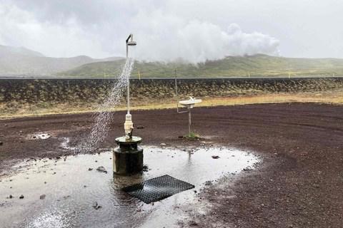 Dusche beim Víti Krater