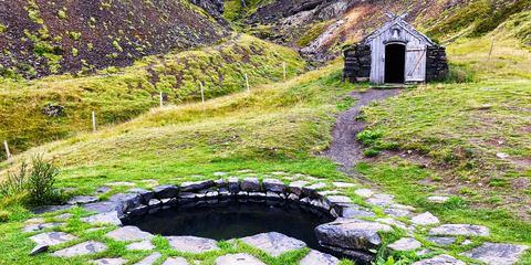 Zu den schönsten heißen Quellen Islands