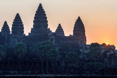 Sonnenaufgang hinter Angkor Wat