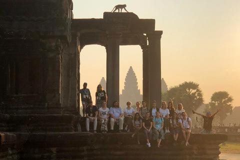 Gruppenfoto vor Angkor Wat