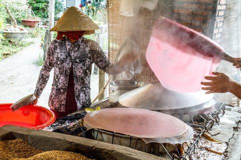 Nudelherstellung in der Reisnudelfabrik Lò Hủ Tiếu Chú Chín