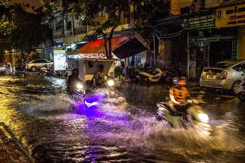 Überflutete Straße vor unserem Hotel