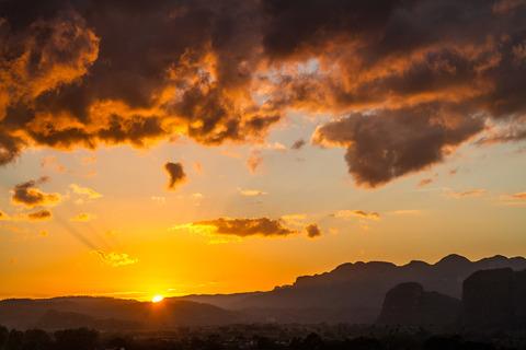 Sonnenuntergang über dem Tal von Viñales, vom Hotel La Ermita fotografiert