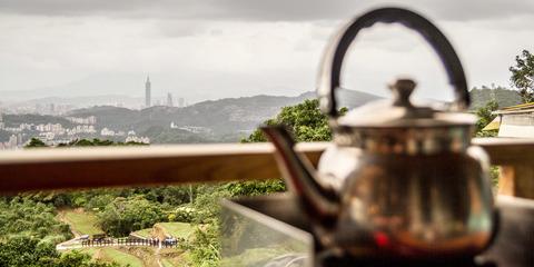 Chinesische Teezeremonie im Regenwald um Taipei