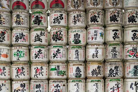 Sake Fässer beim Meiji Jingu Schrein