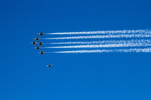 Kampfflugzeuge im Formationsflug