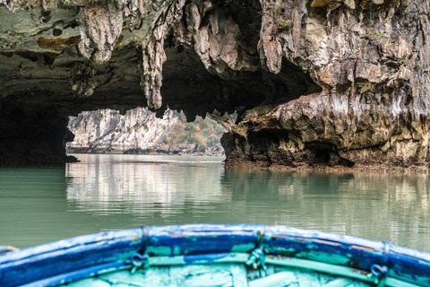 Rudern in der Bucht von Ha Long