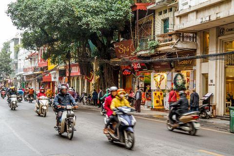Motorroller auf den Straßen von Hanoi